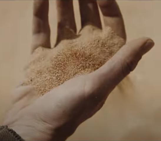 Dune is een woestijnplaneet. Beeld uit de trailer voor Dune (2020), Warner Bros. Pictures.